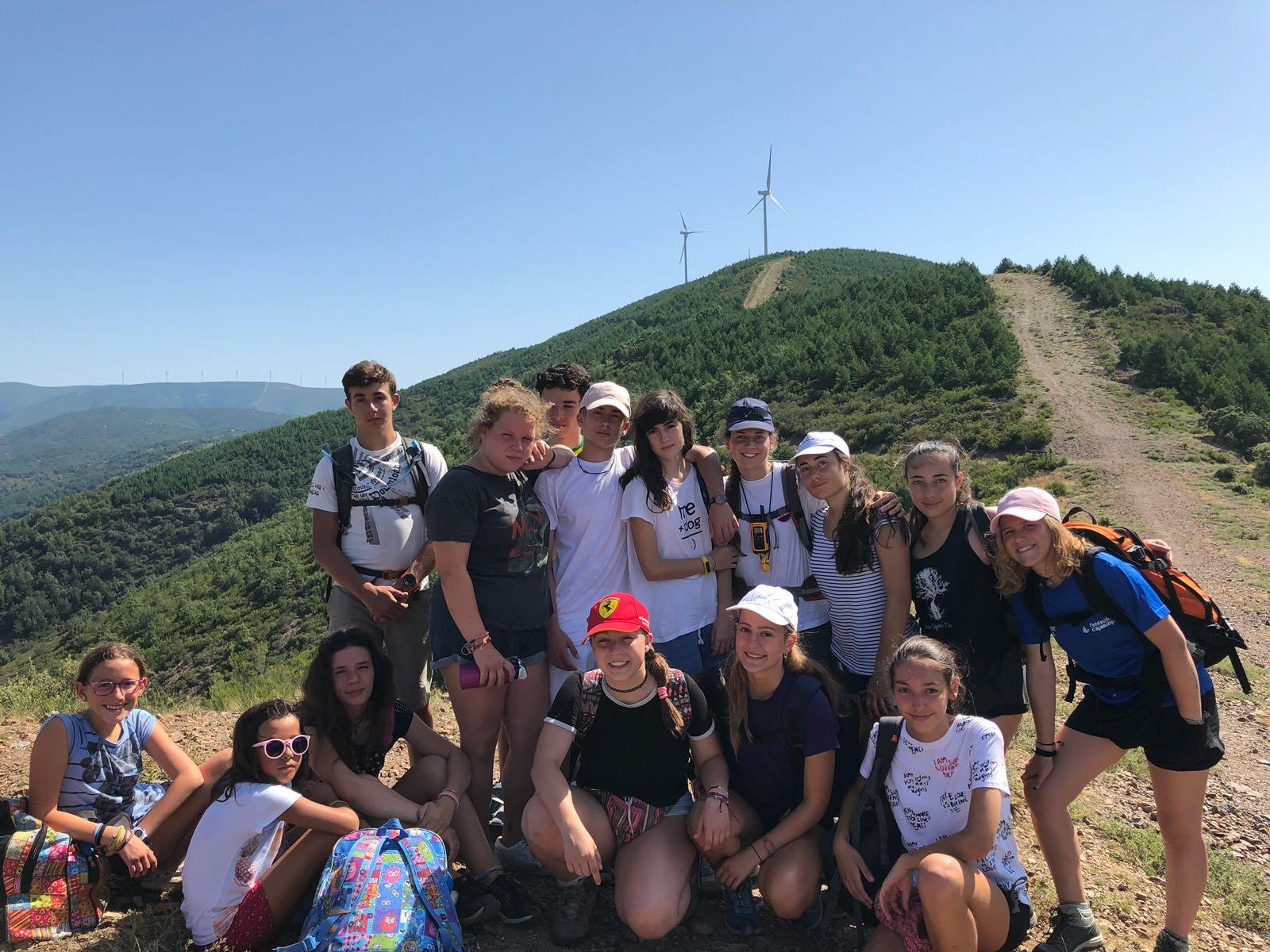 Campamentos de verano multiaventura montaña en España para jóvenes con senderismo