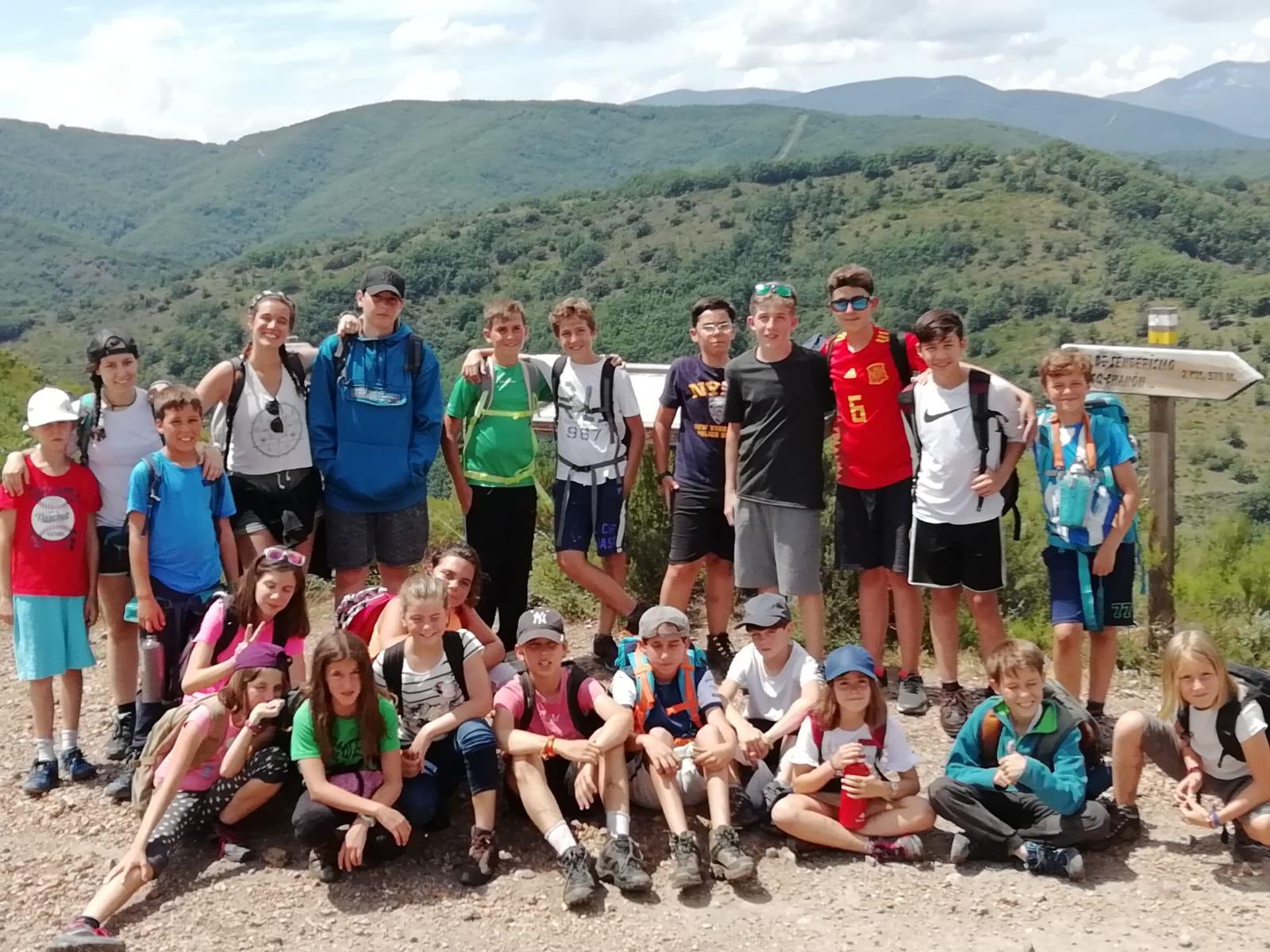 Campamento de verano para niños aventura naturaleza y montaña