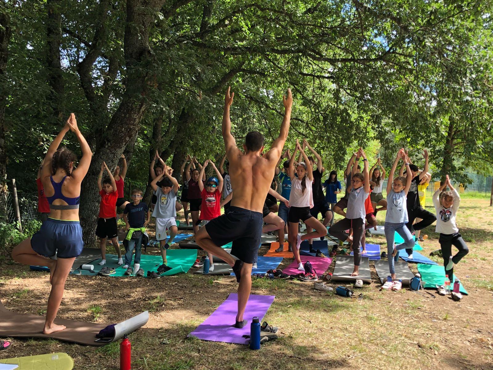 Campamento de verano para niños naturaleza y yoga