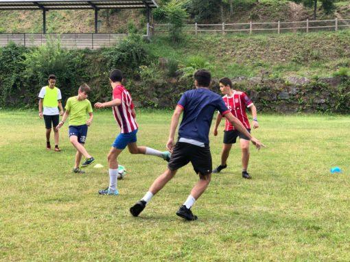 Campus de fútbol de verano en España partidos equipos y técnica